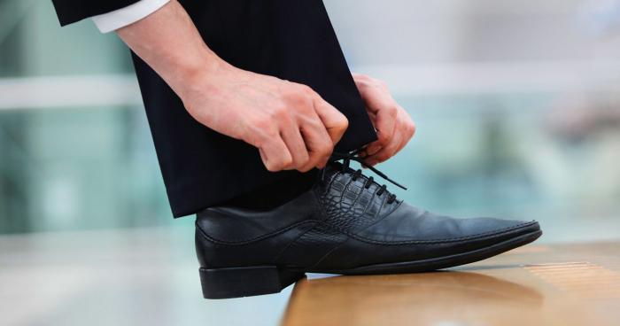 4 Sepatu Formal Pria Terbaik Agar Terlihat Maksimal Saat Kerja Magang e9a96842e2