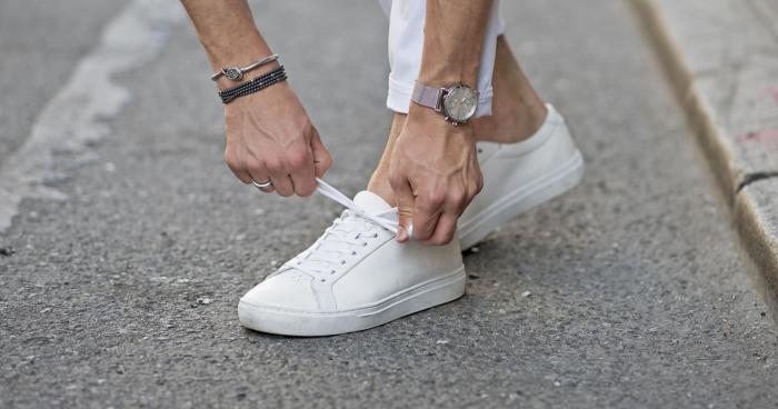 5 Sepatu Sneaker Warna Putih Terbaik Untuk Tampilan Lebih Estetik fa32b26686