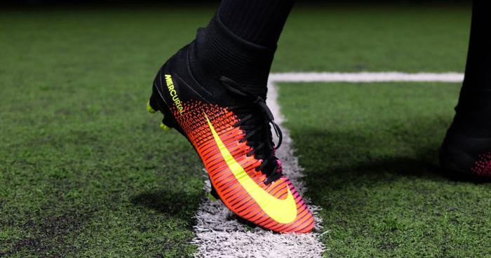 Chọn giày đá bóng loại đinh