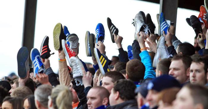 Kabar tentang Sepatu adidas. Pitch Invaders  Starter Pack Sederhana  Berpakaian ala Hooligan Sepak Bola Modern 98247b0596